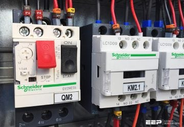 How do you know which current to set on a motor overload relay