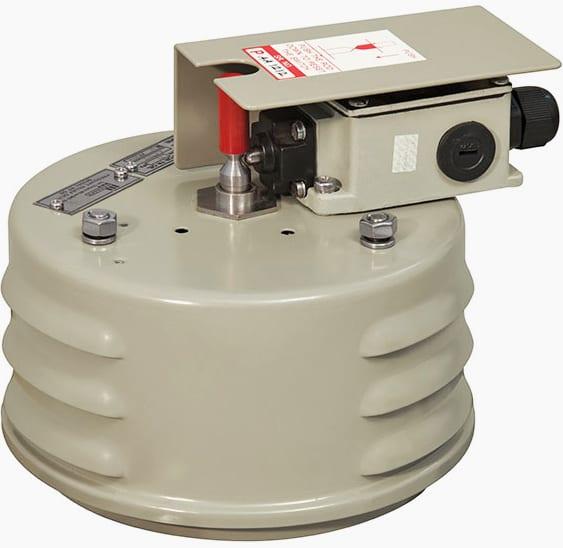 Oil pressure relief device
